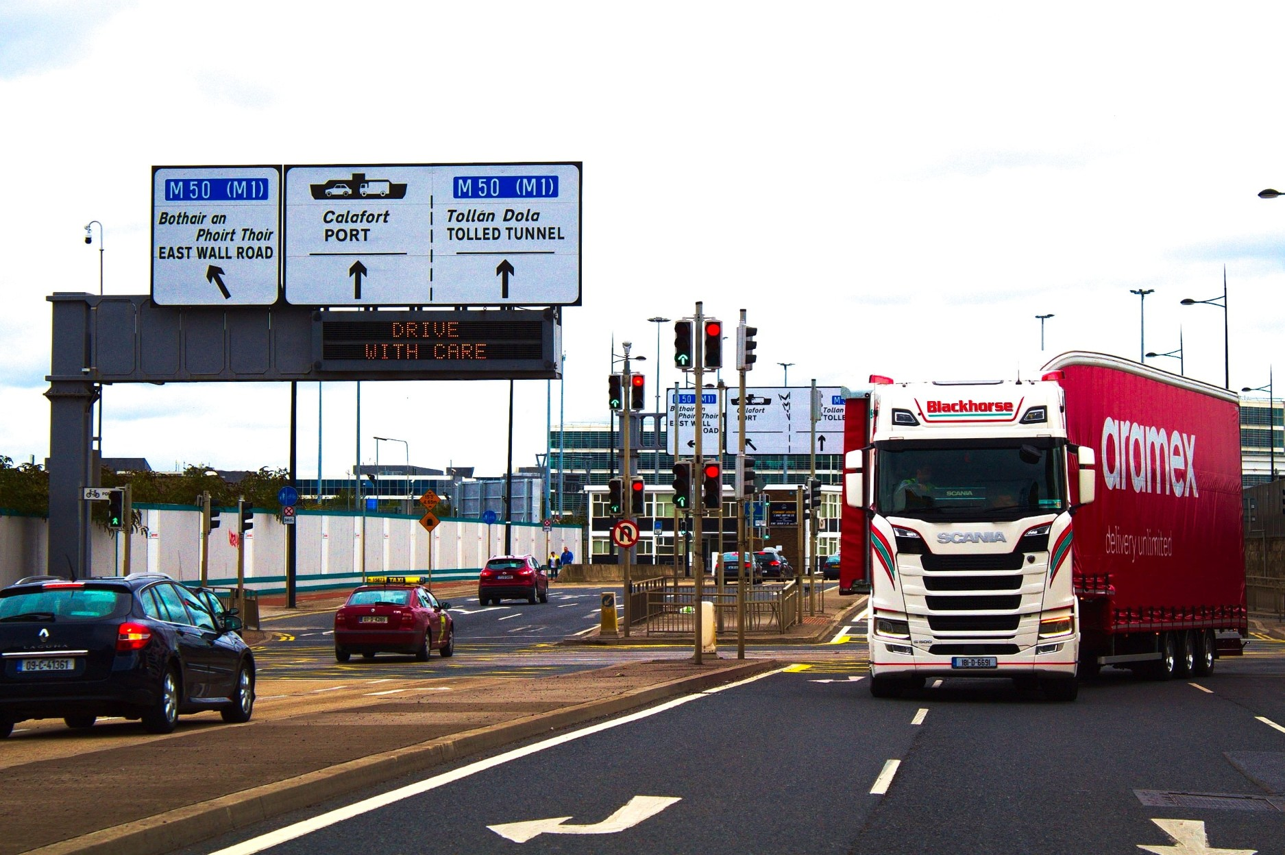 dublin-port-heavy-tractor-trailer