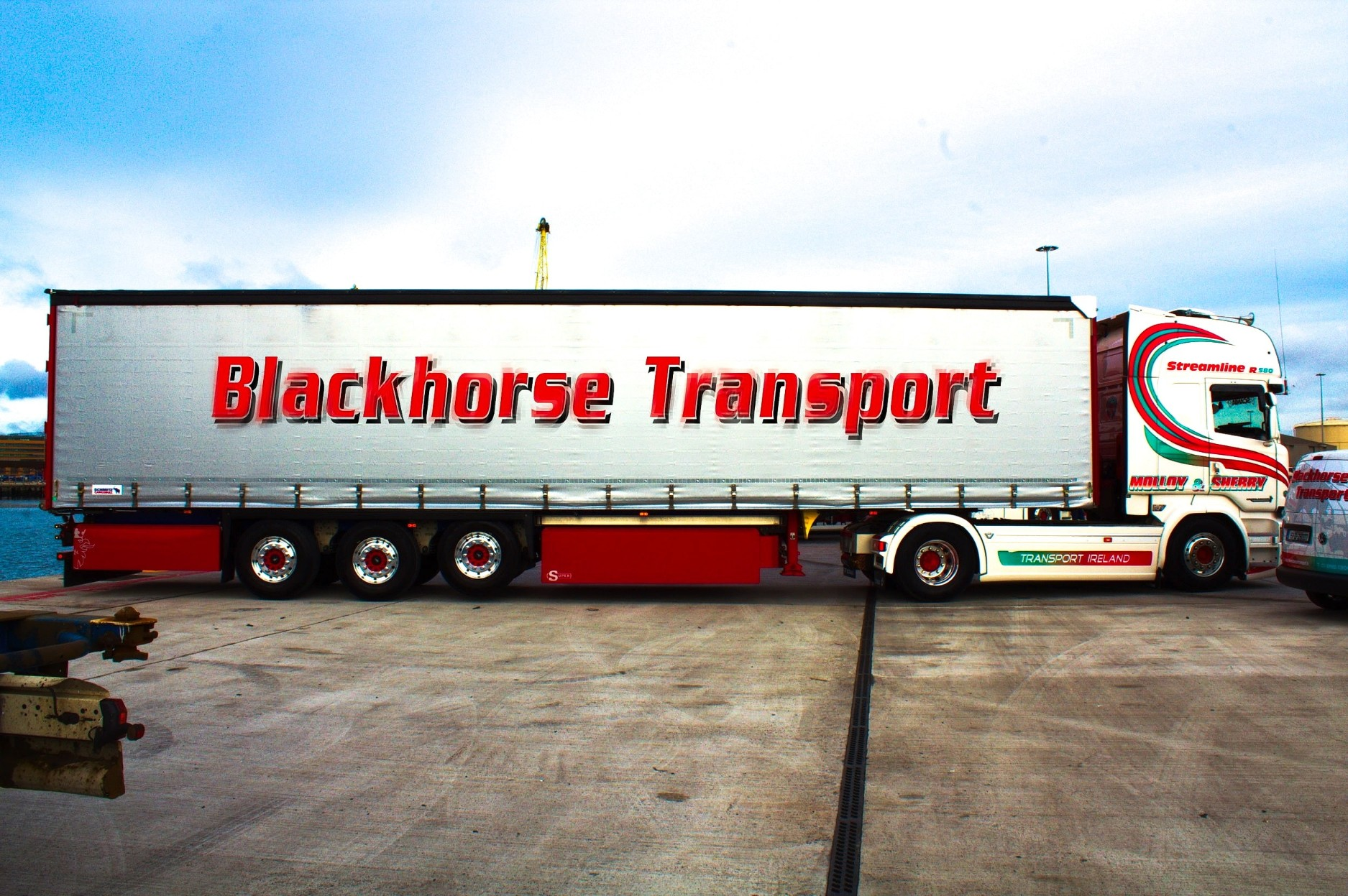 euroliner-trailer-truck-in-dublin-port